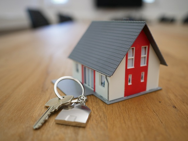 malý domek s klíčem